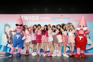 TWICE e as T Towers